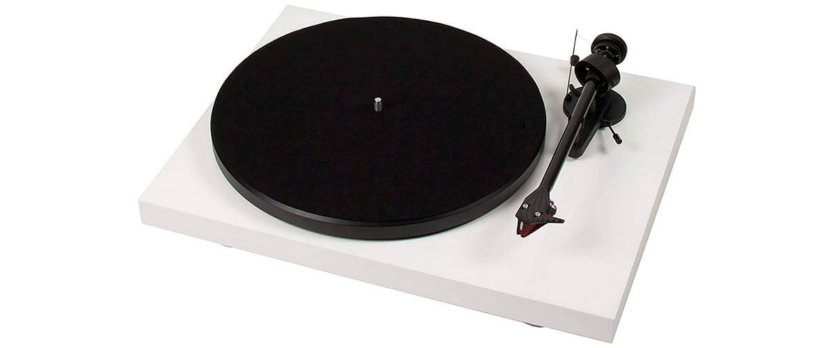 Pro-Ject Debut Carbon front view